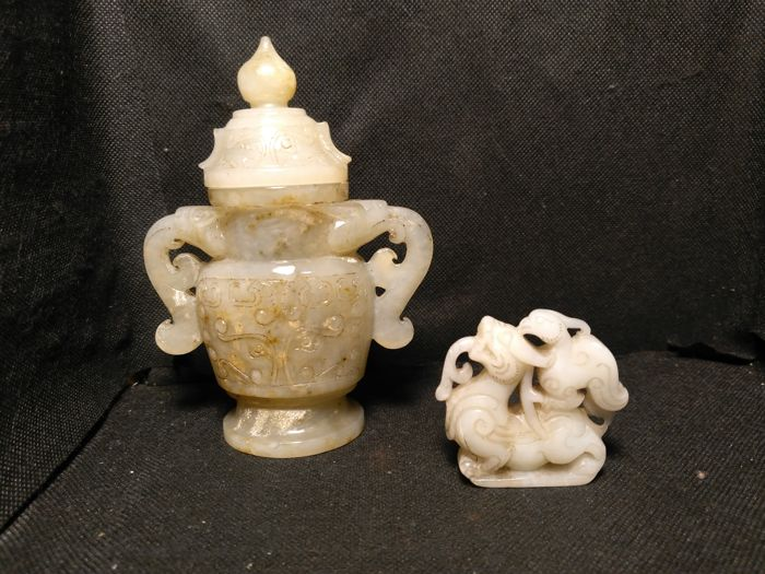 Lot of 2 objects carved in hard stone - China - late 20th century