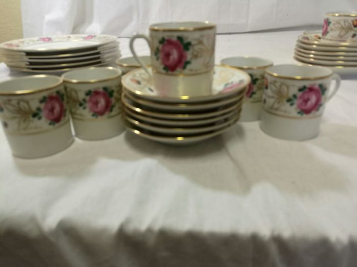 raynaud limoges 12 cups saucers plus 6 side plates catawiki. Black Bedroom Furniture Sets. Home Design Ideas