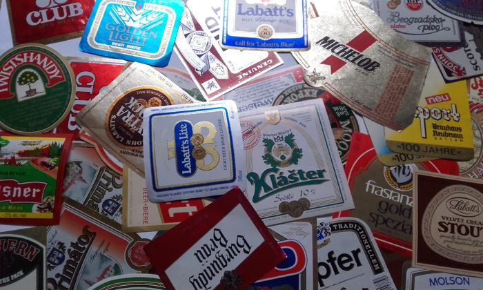 Collection of 400 new / vintage / retro beer bottle labels