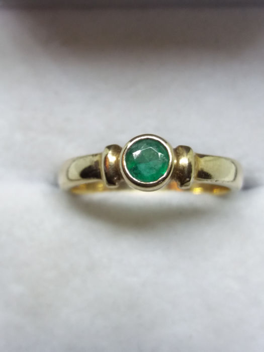 Vintage Velvet Green 0.66cts Emerald Soliaire gold ring