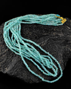 Blue Apatite necklace with 18 kt (750/1000) gold, length 50cm