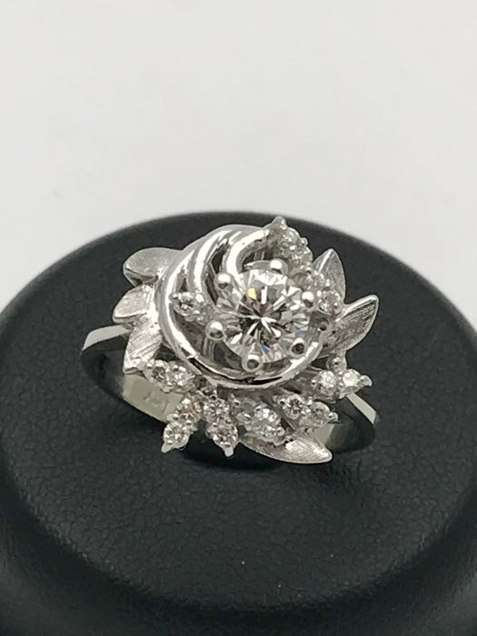 Diamond cocktail ring with diamonds & 18 kt / 750 white gold - ring size 55
