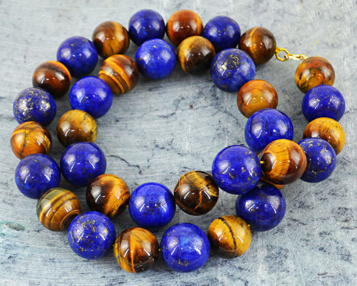 Round Beads Tiger Eye & Lapis Lazuli necklace with 18 kt (750/1000) gold clasp, length 60cm.
