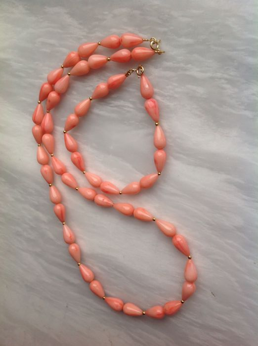 Coral teardrop, necklace 52 cm and bracelet 20 cm with 18 kt yellow gold clasp