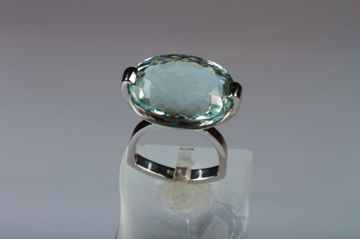 White gold ring with oval faceted aquamarine