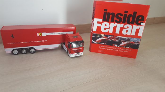 Set of official Ferrari objects