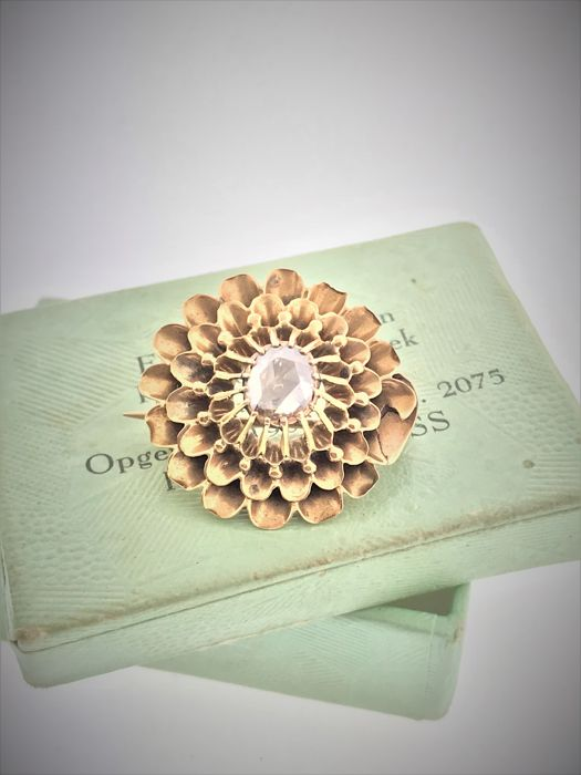 Antique gold brooch with rose diamond