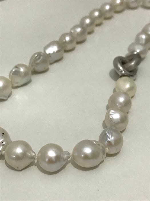Necklace made of freshwater Baroque pearls of approx. 10.5-11 mm