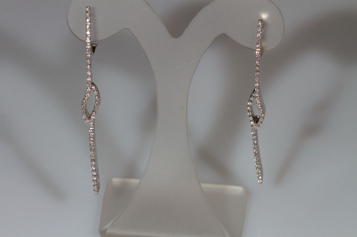 Original design earrings in 18 kt white gold with 0.70 ct diamonds