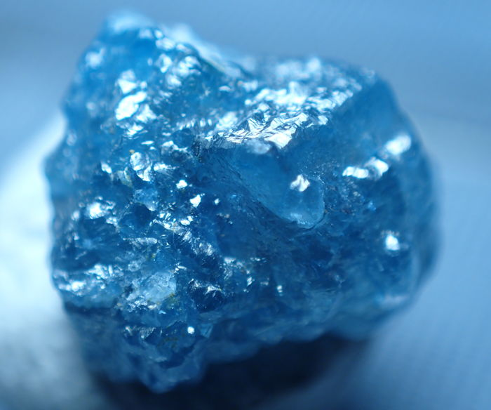natural loose diamond raw rough natural shape blue color