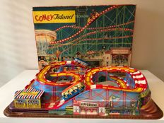 Technofix, Western Germany - Length 55 cm - Plastic / tin Coney Island roller coaster GE-307 with 2 carriages with clockwork motor, 1960s