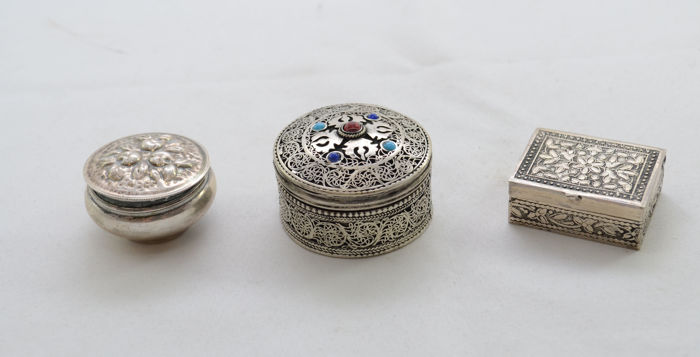 lot - 3 silver tobacco snuff boxes, European and Middle east, circa 1910