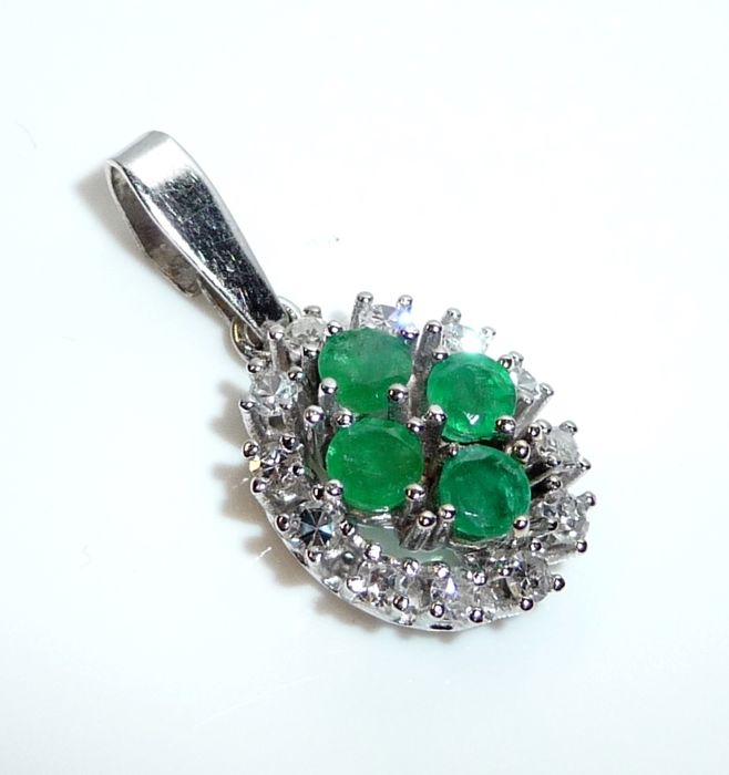 14 kt / 585 white gold pendant with 0.60 ct 