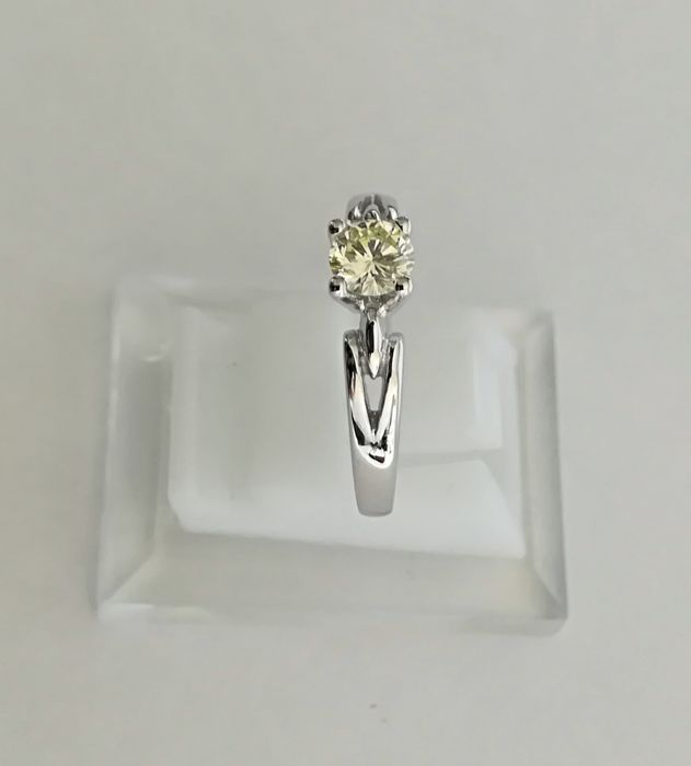 Ring made of 18 kt white gold - 0.47 ct fancy light yellow VVS diamond - No. 13
