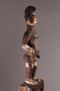 Wonderful IGBO commemorative pole with a figurine