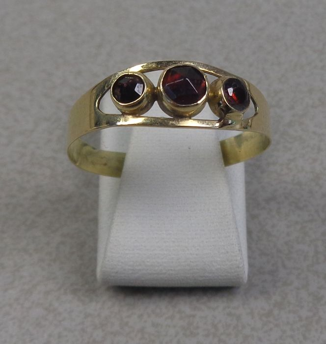 14 kt gold ring with garnet.