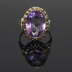 Ring in 585 gold with an oval amethyst of approx. 10 x 16 mm, approx. 12.2 ct