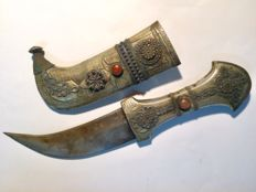 Antique oriental curved dagger, age and origin unknown
