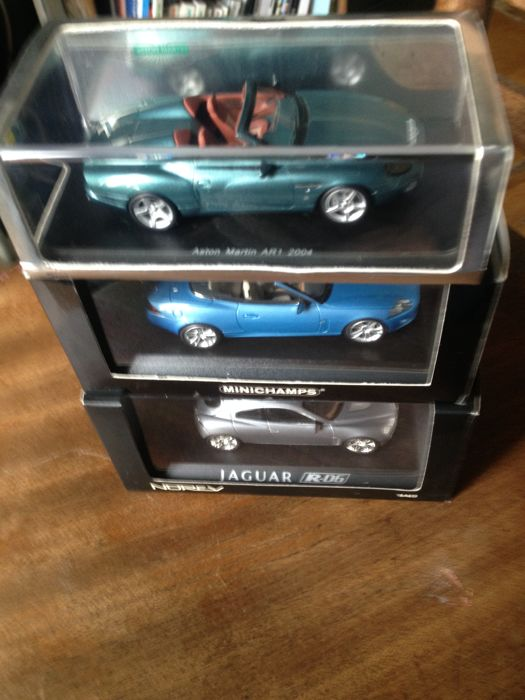 Spark / Minichamps / Norev - Scale 1/43 - Lot of 3 models: Aston Martin 2004 AR1, Jaguar XH Convertible 2006 & Jaguar RD6 concept car