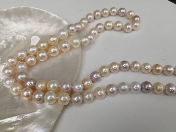 Necklace of cultured pearls size 12-13 mm 66 round pearls natural colour with high orient necklace length 90 cm.  No reserve