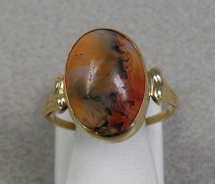14 kt gold ring with chalcedony.