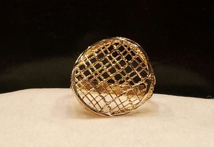 Ring in 18 kt yellow gold