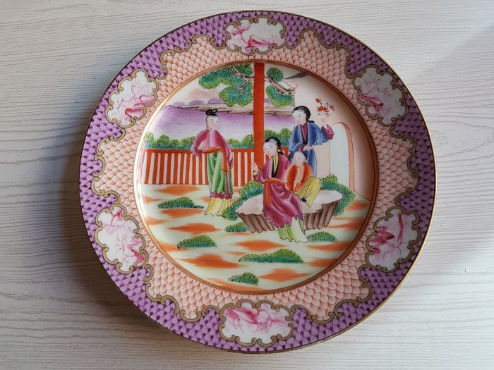 A Compagnie des Indes famille rose style plate- China - late 20th/21t century