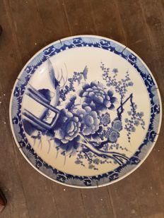 A massive blue white flower Arita charger (55 cm) - Japan - 19th century (Meiji period)