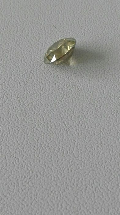Very fine diamond 2.51ct natural fancy greenish yellow VS2