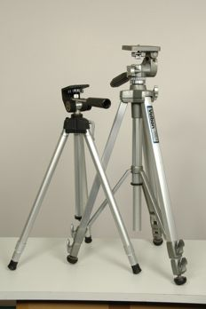 2 tripods with head