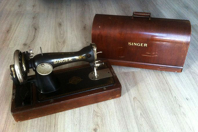 Singer 15K sewing machine with wooden dust cover, 1937