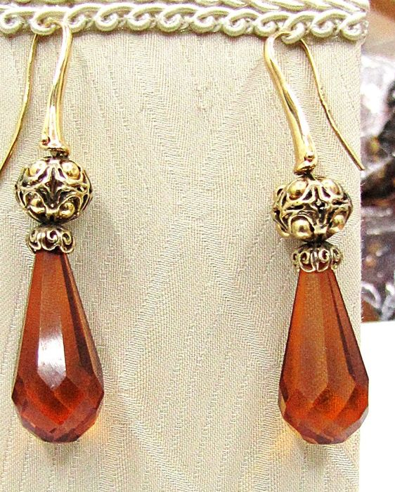 Earrings with facetted droplet amber - From the Baltic Sea, with 18 kt gold elements