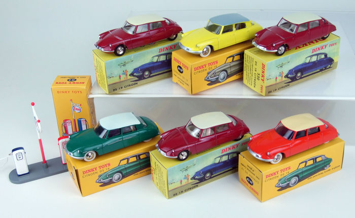 Dinky Toys-Atlas - Scale 1/43 - Lot with 6 x Citroën DS-19: 3 x No.24CP and 3 x No.530 & Esso Gas pump No.49D
