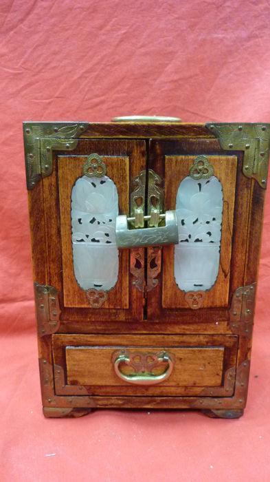 Small cabinet – China – Mid-20th century