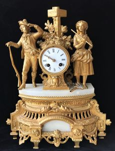 French mantel clock, processed with translucent alabaster, crowned with a double statue of a hunter and female - approx. 1870