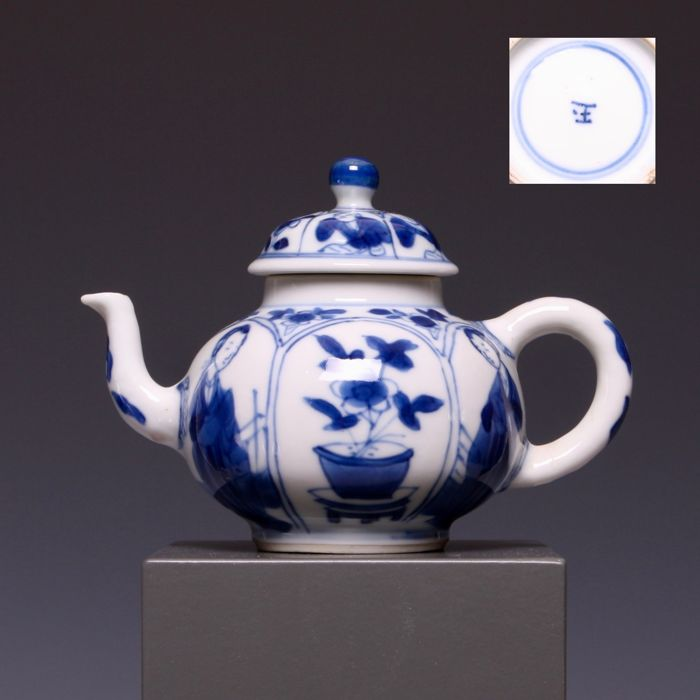 auctions - Catawiki & Blue and white porcelain teapot - Long Elizas decoration and flowers in flower pot - China - early 18th century (Kangxi period) - (marked: Jade) - ...