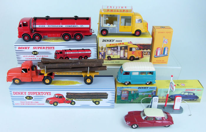 Dinky SuperToys-Atlas - Scale 1/43 - Lot with 6 models: Leyland Octopus Esso Tanker, Willème Wood Transporter, Citroën Philips Van, Renault Estafette Camping, Citroën DS19 and Esso Gas pump