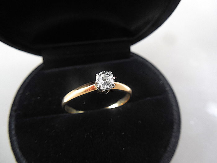 0.28 ct  solitaire diamond  gold ring 14 K* no reserve price
