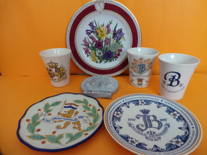Lot royal house plates, tile and cups