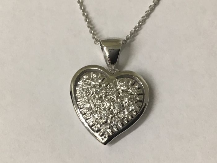 18 kt white gold necklace and heart with diamonds  0.40 ct, length 50 cm, gold weight 4.5 g. Made in Italy