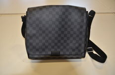 Louis Vuitton - District Damier Shoulder bag