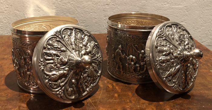 Dutch silver plate repousse tea caddy Herbert Hooijkaas. - Silverplate