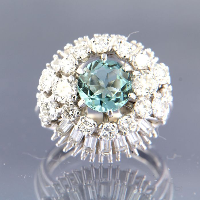 18 kt white gold cocktail ring, set with a central, old Amsterdam cut aquamarine and 36 baguette shape and brilliant cut diamonds, approx. 3.00 carat in total