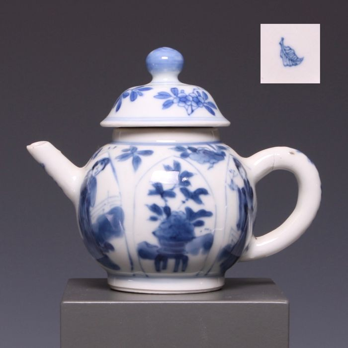 auctions - Catawiki & Blue and white porcelain teapot - decoration of Long Elizas and flowers in flower pot - China - early 18th century (Kangxi period) - (marked: ...