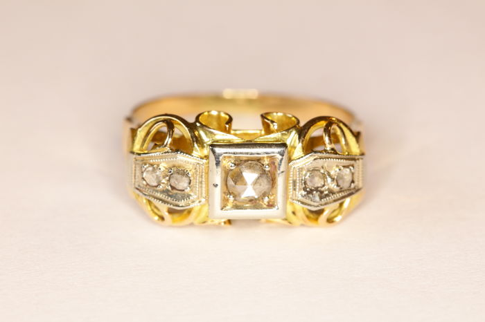Art Deco ring in 18 kt yellow gold, set with rose cut diamonds
