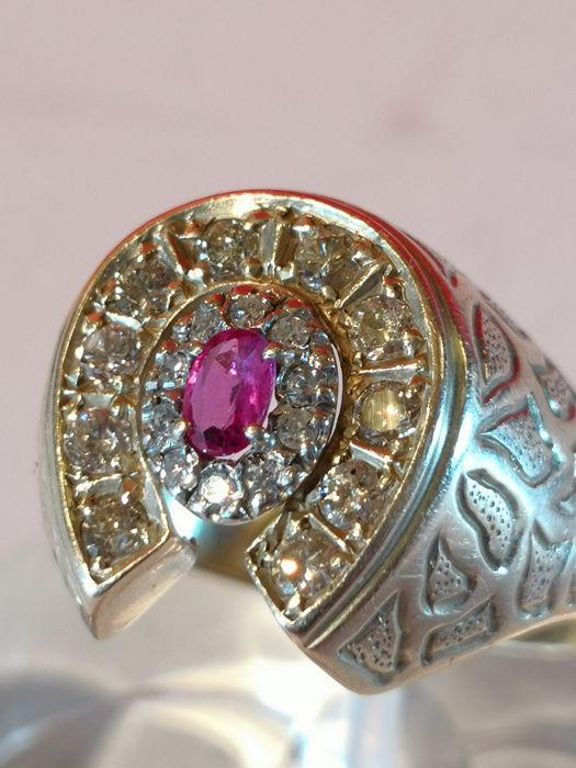 Golden ring 18ct with diamonds brilliant cut 1ct and rubin for 0.30ct. Sicily 1950s