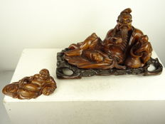 Large hardwood reclining immortal with child (42 x 22 cm), and a reclining budai - China - late 19th / early 20thcentury