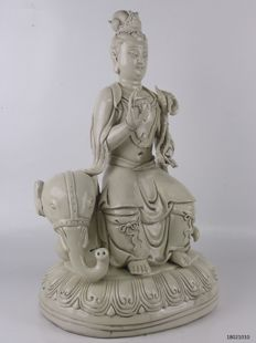 Guanyin - Blanc de Chine porcelain - China - late 20th century (37 cm)