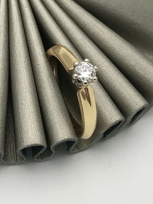 Solitaire diamond ring with brilliant of 0.25 ct band ring