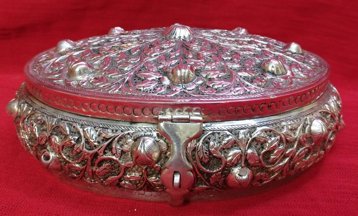 Silver 800 Jewellery Box (tested), Engraved with Arabesques Unknown silversmith of the 20th c